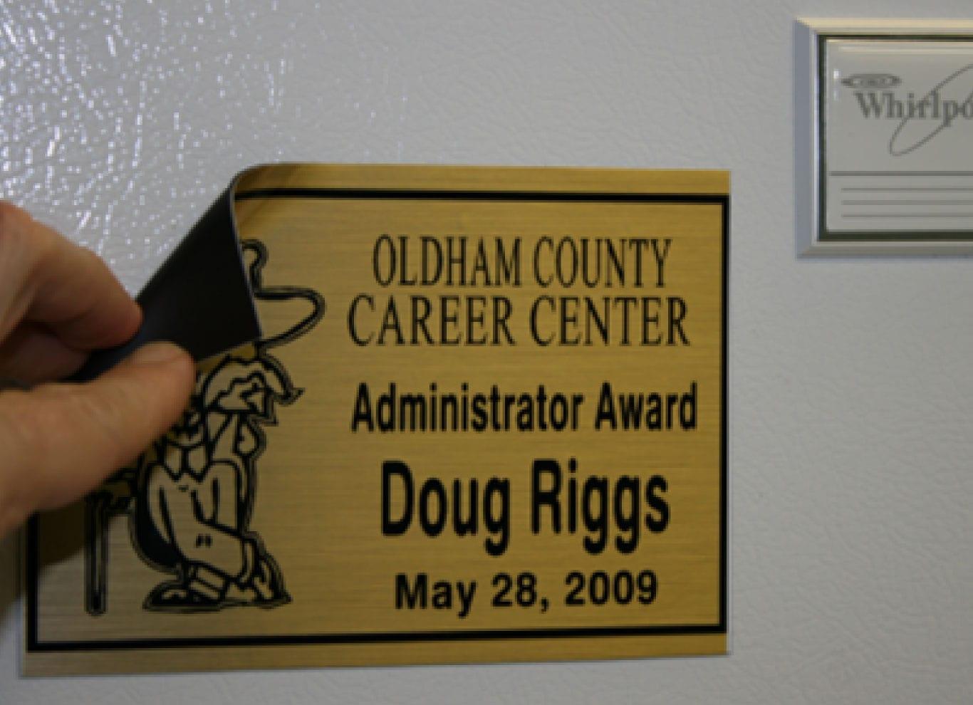 award-plaque-scrolling-magnet